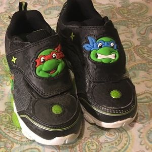 NEW TODDLER BOY SNEAKERS 9T